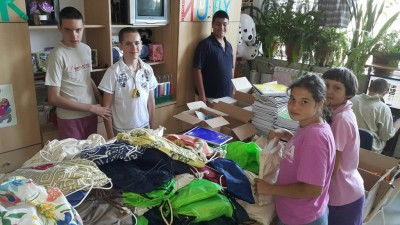 Донација књига и школског прибора